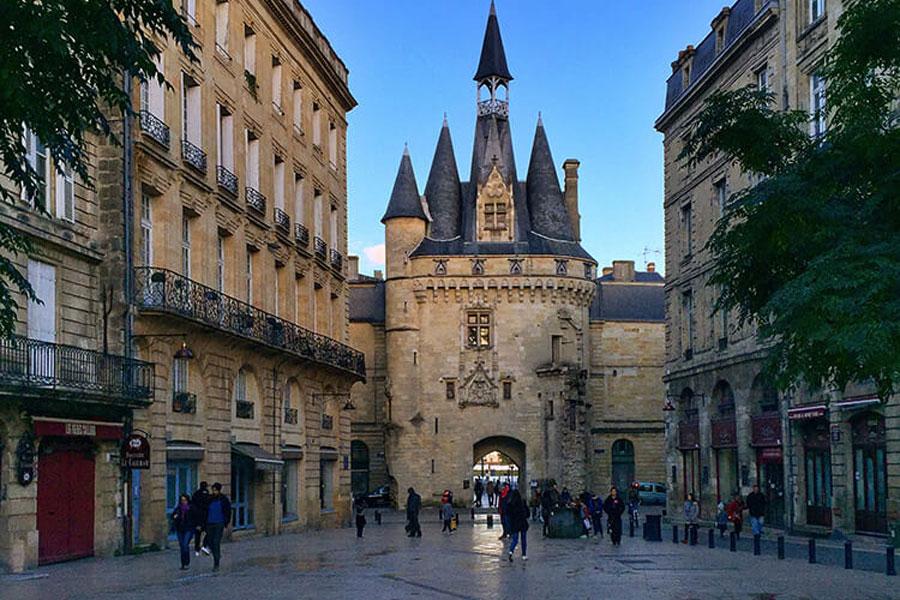 Porte Cailhou, entrée principale de la vieille ville