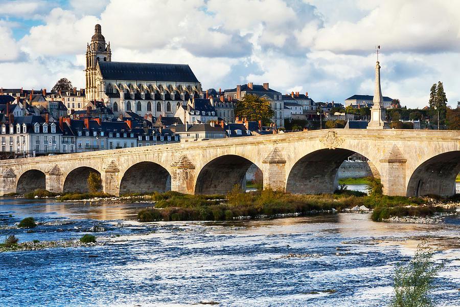 Pont sur la Loire et Cathédrale à Blois